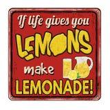 如果生活给您柠檬使柠檬水葡萄酒生锈金属化标志 免版税库存照片