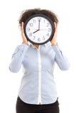 妇女与在白色隔绝的办公室时钟的覆盖物面孔 免版税库存照片