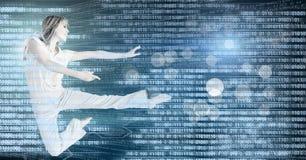 妇女与数字技术接口和光的舞蹈家跳舞闪耀 免版税库存照片
