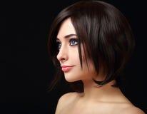 妇女与短的黑色的面孔外形 免版税库存图片