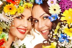 妇女与组成并且开花。 免版税库存图片