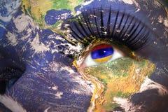 妇女与行星地球纹理的` s面孔和在眼睛里面的亚美尼亚旗子 免版税库存照片