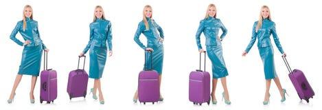 妇女为带着手提箱的假期做准备在白色 免版税库存图片