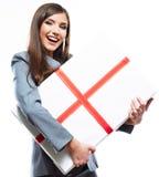 妇女举行礼物 免版税库存图片