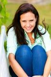 妇女享受绿色自然和微笑 免版税库存图片