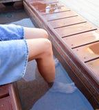 妇女享用温泉 免版税库存照片