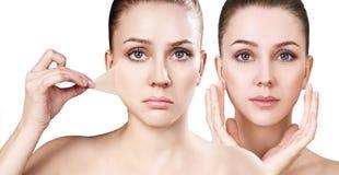 妇女从面孔取消她的老干性皮肤 免版税图库摄影