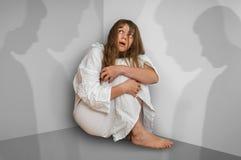 妇女以在室的精神分裂症有人阴影的 库存图片