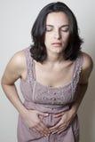 妇女以肚子疼 免版税图库摄影