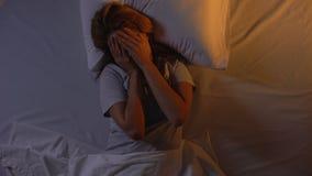 妇女伪善言辞在上午,坏睡觉质量,繁琐的睡眠综合症状醒 股票视频