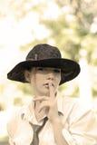 妇女佩带的帽子 免版税库存照片