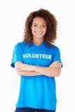 妇女佩带的志愿T恤杉演播室画象  库存照片