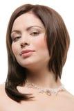 妇女佩带的水晶项链 免版税库存照片