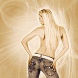 妇女佩带的牛仔裤的性感的返回 库存照片