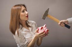 妇女保护他们的储款 免版税库存照片