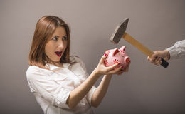 妇女保护他们的储款 免版税库存图片