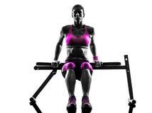 妇女健身俯卧撑锻炼剪影 免版税库存图片