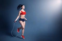 妇女健身刺激 免版税图库摄影