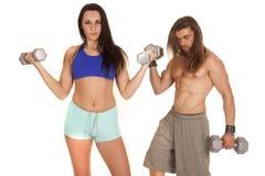 妇女健身在卷毛后的导电线人 库存图片