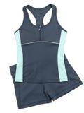妇女健身成套装备灰色衬衣和短裤 库存照片