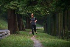 妇女健身跑步的锻炼健康概念 库存照片