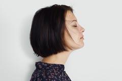 妇女偶然生活方式安静孑然概念 免版税库存图片