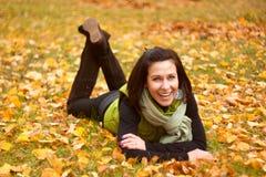 妇女其它在秋天公园 免版税库存图片