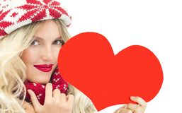 妇女冬天红色心脏华伦泰` s爱 库存图片