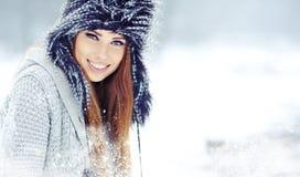 妇女冬天纵向。 浅dof。 免版税库存照片