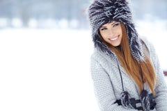 妇女冬天画象。浅dof。 库存图片