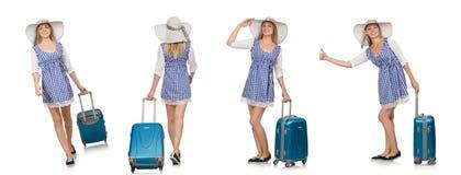妇女准备好在白色隔绝的夏天旅行 免版税库存图片