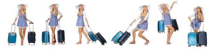 妇女准备好在白色隔绝的夏天旅行 免版税库存照片