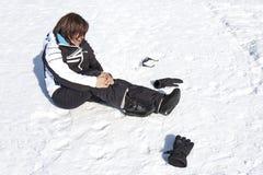 妇女受伤的雪秋天痛苦破裂事故 免版税库存图片