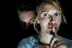 妇女受害者投入由她的男朋友沉默 库存照片