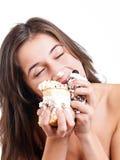 妇女吃加州 免版税库存照片