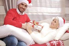 妇女和人圣诞节的 库存照片