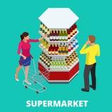 妇女和人购物的酒精在超级市场 与酒精瓶的架子 选择晚餐的酒 愉快的年轻人 皇族释放例证