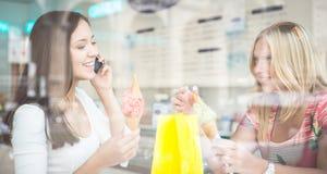 妇女和冰淇凌 库存图片