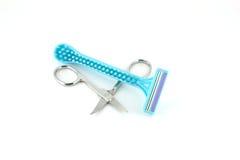 妇女和剪刀的蓝色剃刀 库存照片
