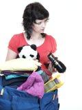 妇女和女儿手充分填入了衣裳和书包 库存图片