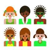 妇女和女孩用不同的肤色在五颜六色的衣裳 免版税图库摄影