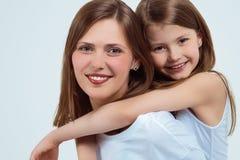 妇女和女孩的画象 愉快的系列 母亲和子项 库存照片