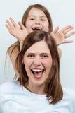 妇女和女孩的画象 愉快的系列 母亲和子项 免版税库存图片