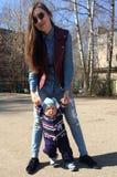 妇女和孩子 图库摄影