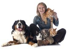 妇女和宠物 免版税库存图片