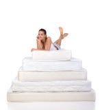 妇女和床垫 免版税库存图片