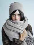 妇女和温暖的衣裳 库存图片