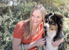 妇女和狗画象 库存图片