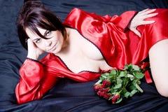 妇女和玫瑰 免版税库存图片