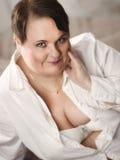 妇女和白色衬衣 免版税图库摄影